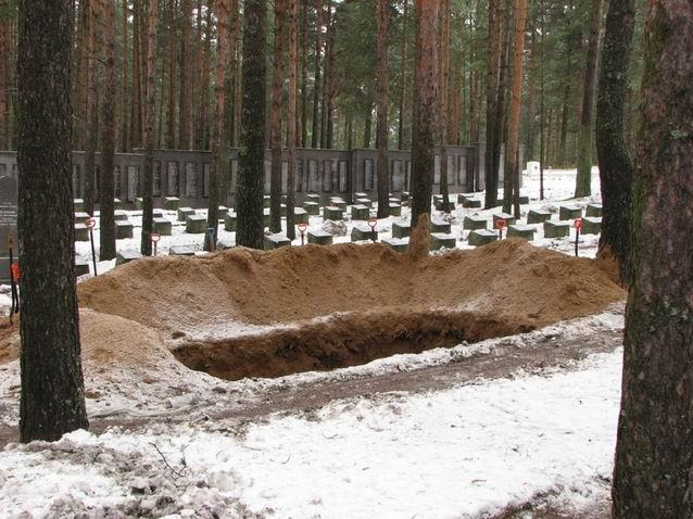 """Результат пошуку зображень за запитом """"копання ями на цвинтарі"""""""